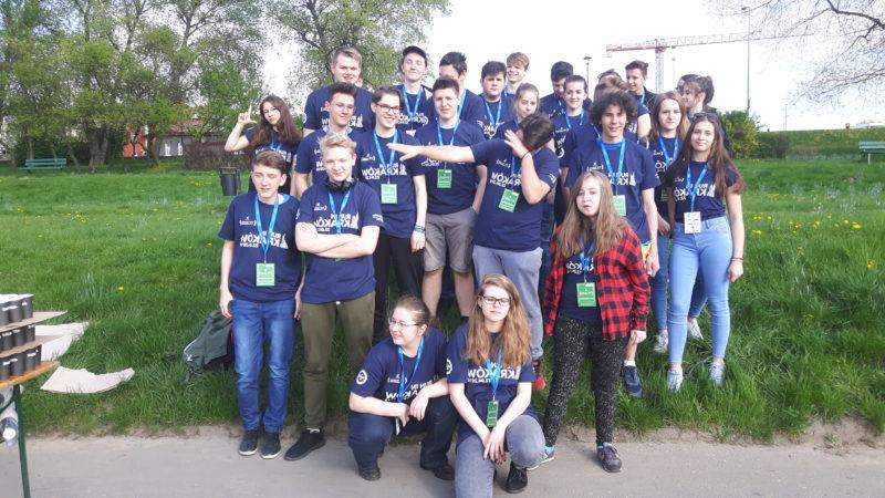 Nasi uczniowie wolontariuszami przy 17 PZU MARATONIE CRACOVIA